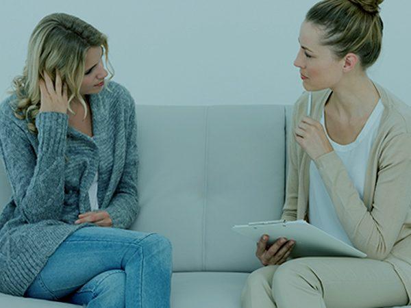 ¿Cuál es la relación entre el narcisista y la persona complaciente?