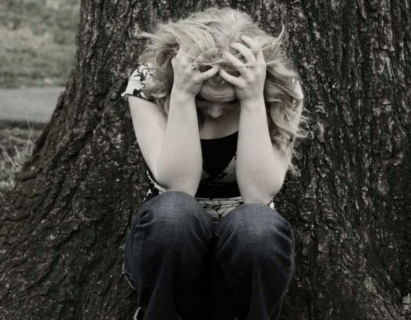 Maneras en que podemos ayudar a una mujer maltratada
